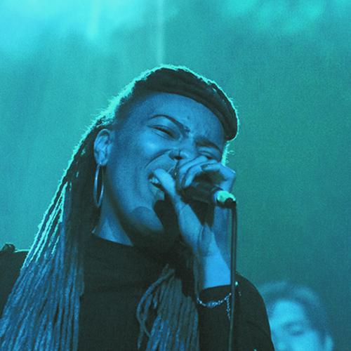 Fille chanteuse ATLA musique